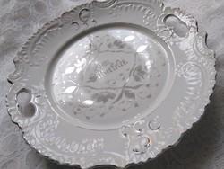 Szépséges, szecessziós füles kínáló tányér ezüst festéssel, Ezüstlakodalmi német felirattal