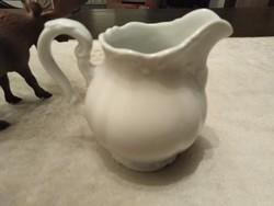 Bavaria porcelán tej kiöntő. Finoman kialakított, texturált motívumokkal remekül érvényesülnek.