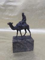 L. Carvin bronz szobor Berber tévén.
