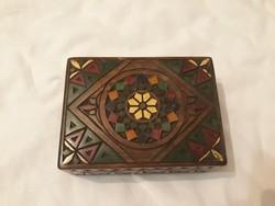Különleges színes dobozka