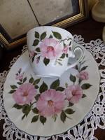 Gyönyörű csésze tányérral