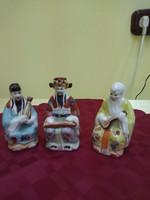 Három porcelán keleti bölcs figura.