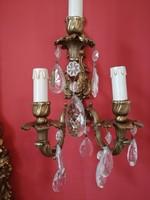 Aranyozott bronz tartó falikar pár kristály lógókkal.