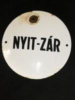 NYIT-ZÁR zománctábla