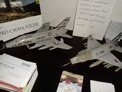 F-100 F Super Sabre és F16 B Fighting Falcon egyben