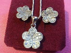 Apróköves ezüst virág fülbevaló és medál szett
