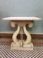 Térbe állítható vintage asztal