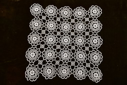 Horgolt csipke kézimunka lakástextil dekoráció kis méretű terítő 38 x 38 cm