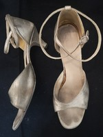 Táncos ezüst cipő,  kézzel készített, 25 cm talphossz.