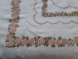 Lenvászon terítő (abrosz) rózsa mintával  168x150 cm