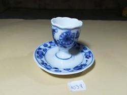 Jelzett kék porcelán tojástartó