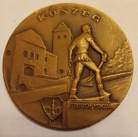 """Iván István /1905-1968/  """"Kőszeg-Jurisich Miklós"""" bronz emlékérem 60 mm"""