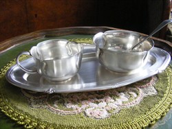 Antik, ezüstözött alpakka, kávés vagy teás kiegészítő szervírozó készlet ezüstözött tálcával