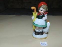 Sárga esernyős német porcelán kislány libával