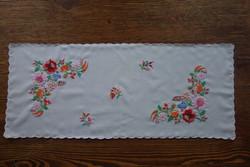 Kalocsai hímzett asztalterítő / virágmintás futó