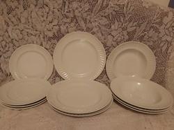 Alföldi jelzett porcelán hullámos szélű tányérok pótlásra