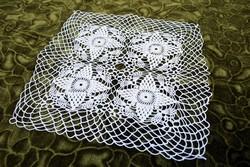 Horgolt csipke kézimunka lakástextil dekoráció kis méretű terítő 28 x 28 cm