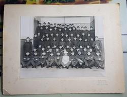 Nagyméretű csoportkép, szakáccsal Borsay Color foto Bpest 33x25 a kép 17x23 cm