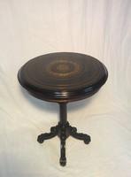 Boulle kerek asztal