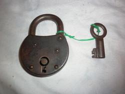 Régi lakat kulcsal 8,5cm
