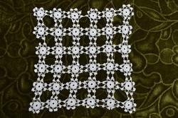 Régi csipke horgolt kis méretű dísz terítő 17 x 16 cm