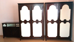 Egyedi gyártású fa hálószoba bútor , szekrény garnitúra : 1 db polcos,  1 db akasztós, 1 db  komód