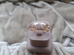 Arany gyűrű nagy brillekkel