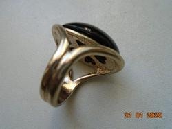 Fekete köves  dekoratív gyűrű