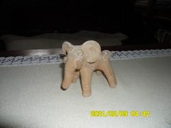 Jelzett terrakotta  elefánt szobor