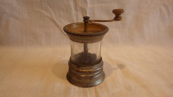 Antik csiszolt üveges gyűjteményes fűszerdaráló
