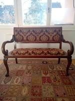 Hattyú díszítésű kanapé