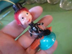 Kis , retro kéményseprő , trafikárú .