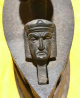 Antik vasaló Szfinx fejes