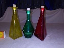 Három darab színes üveg palack - ecet, olaj, egyéb tartó - együtt