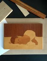 Babát ábrázoló fa intarzia kép