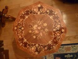 Intarziás kártyaasztal, nyolcszögletű