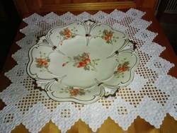 Gyönyörű porcelán virágos,szélén áttört, nagy kínáló tál,tányér, asztalközép.