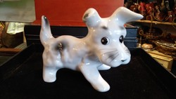Porcelán kutya szobor, 10 cm magas, 140cm hosszú darab