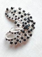 Fekete kővel gazdagon rakott absztakt szív forma bross medál újszerű állapotban