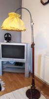RUSZTIKUS VINTAGE RÉZ - FA  ÁLLÓLÁMPA, állítható magasságú ,hangulatos sárga textil búrával