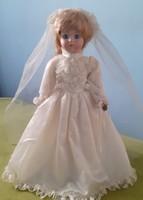 Jelzett vintage porcelán fejű baba menyasszonyi ruhában