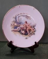 Romantikus jelenetes porcelán tányér akasztóval 2.