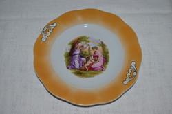 Jelenetes Iris porcelán kínáló