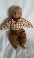 Nagyon cuki  textil testű porcelán fiú baba  25 x 20 cm , gyűjtőknek