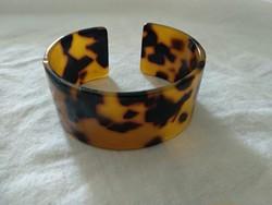 Régi műanyag karkötő, kis teknőcszínű karperec, vintage plastic turtle colored bracelet (?)