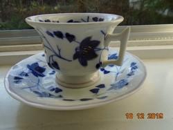 1845 N.G.F. Giesshubel Neuberg aranykontúrozott kobaltkék virágos teás csésze alátéttel