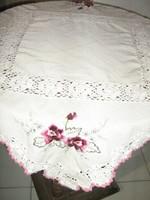 Csodaszép kézzel horgolt rózsás gépi hímzett terítő