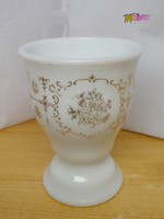 Biedermeier stílusú aranyozott puttós díszítésű tejüveg pohár 1870-1890-s évekből.