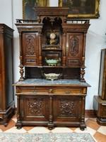 Antik tálalószekrény fantasztikus faszobrászati remekművekkel