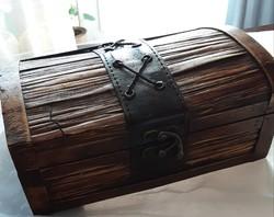 Régi antik faládika, fadoboz,tetején bőr díszítéssel, fémzárral, egyedi különleges darab